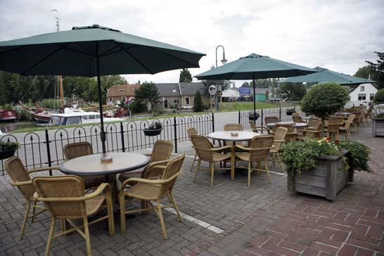 Terras restaurant 39 t schippershuis in numansdorp - Foto buitenkant terras ...